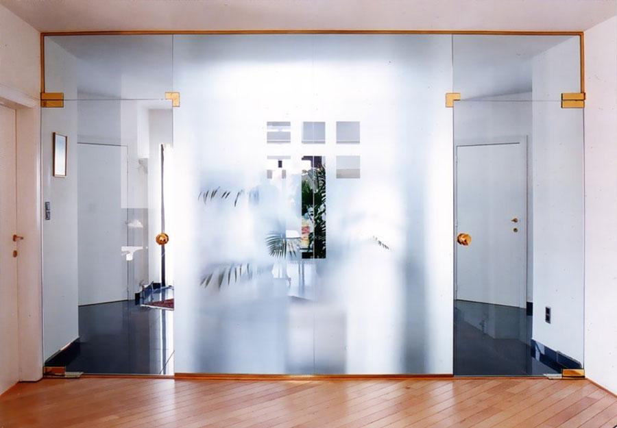 двери из стекла в интерьере