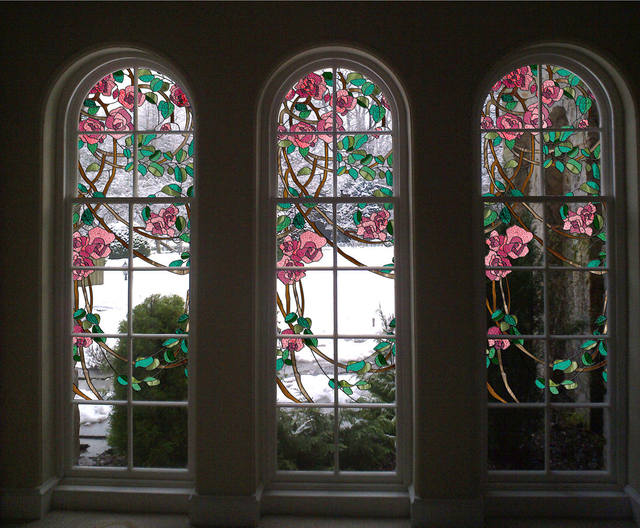 Витраж на окне фото